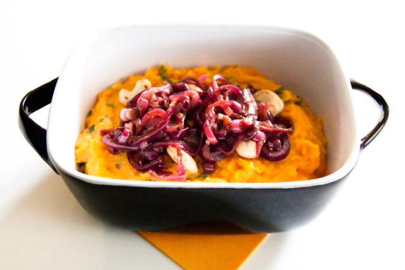 Mashed sweet potatoes with spinach, red onion and cashew