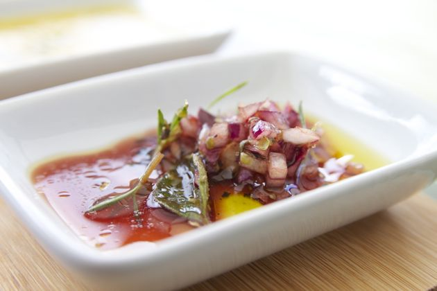 Marinade with red wine, onion and herbs