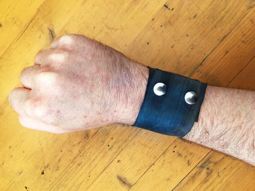 Bracelet made from inner tubes - closure