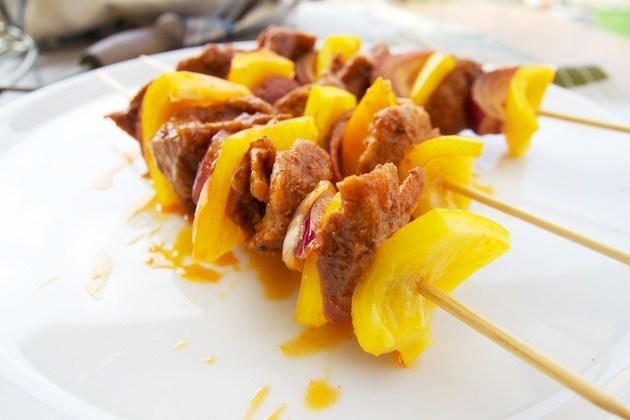 Spicy marinated seitan brochettes on the bbq
